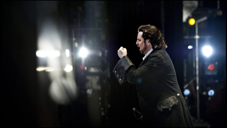 Polenzani performs on the operatic stage